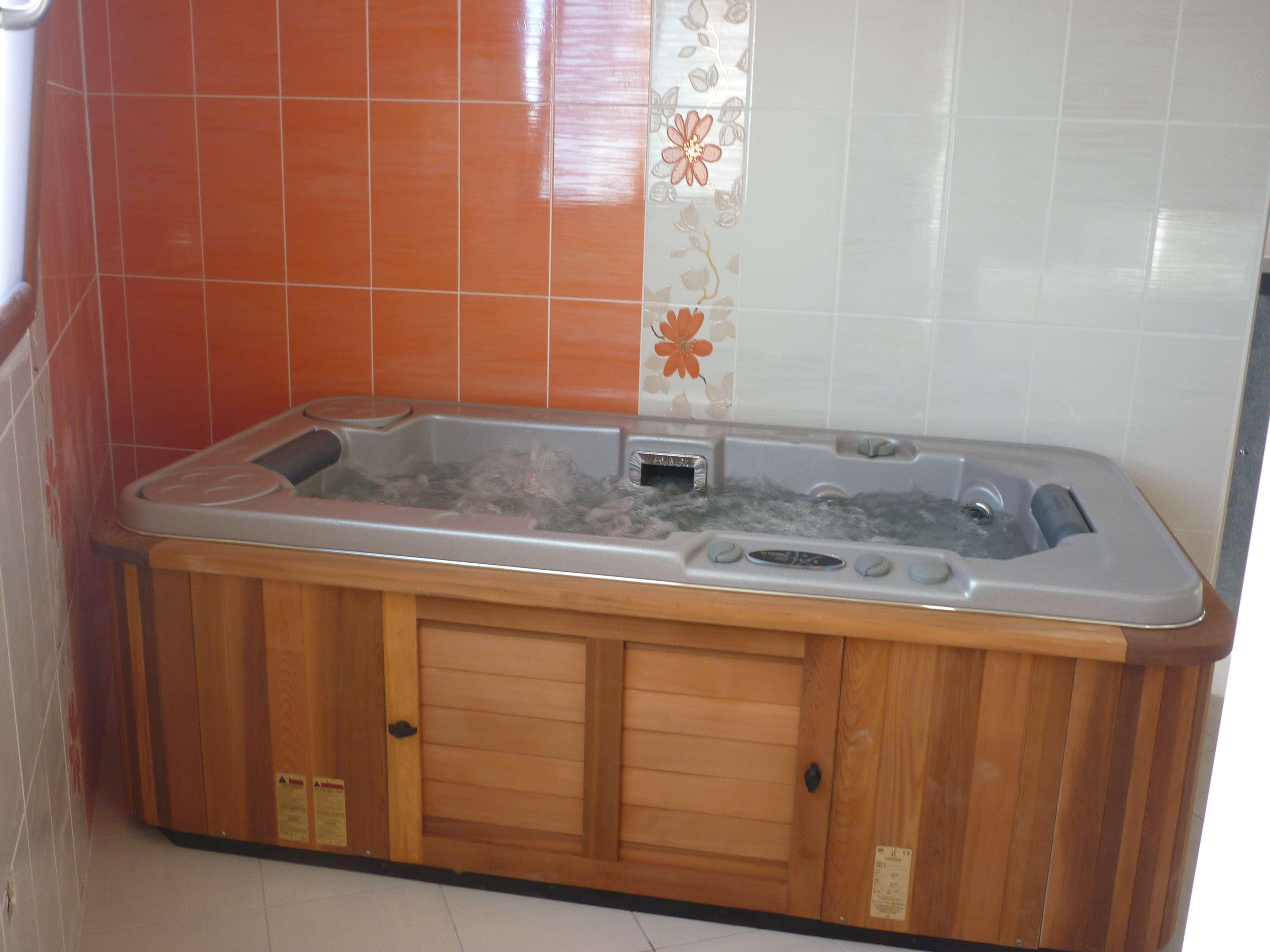 Jacuzzi, Installation Jacuzzi, meuble salle de bains, LA PLANCHE, Artisan Plombier